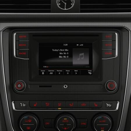 2016 VW Passat 1 8T R-Line Trim Features | Volkswagen
